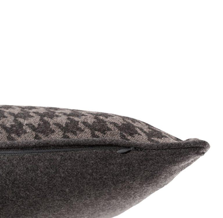 Eurydice II Cushion Edge.