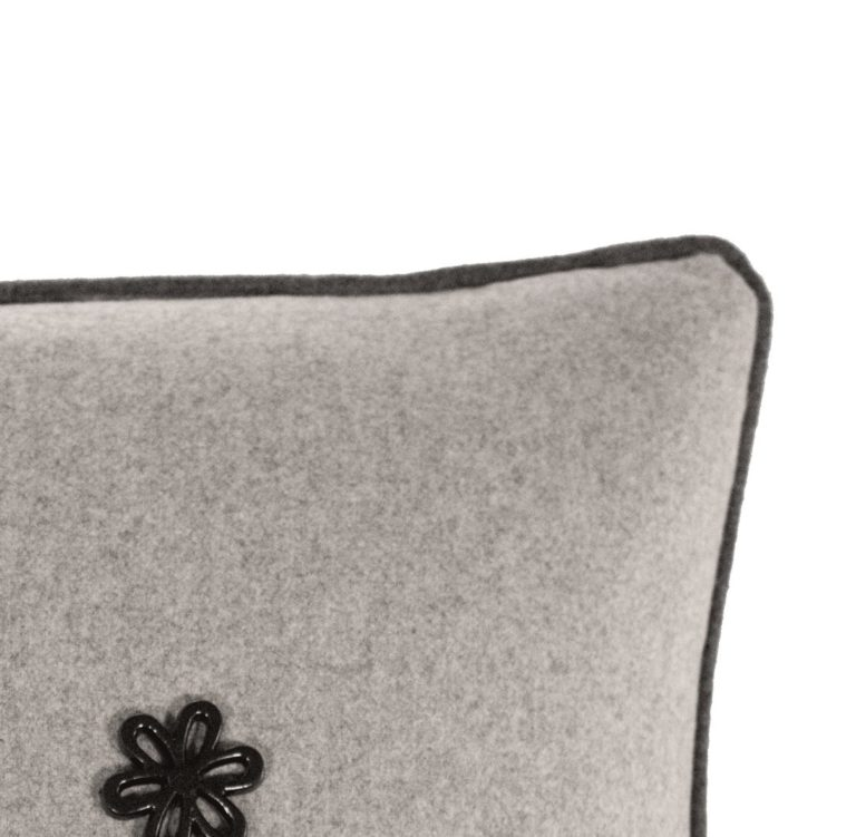 Idothea III Cushion Edge