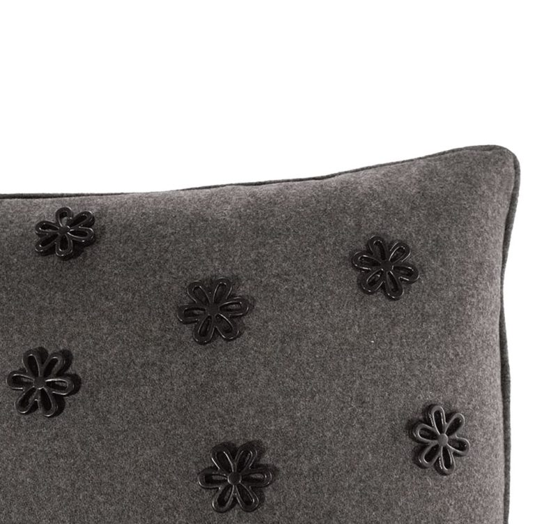 Idothea IV Cushion Edge