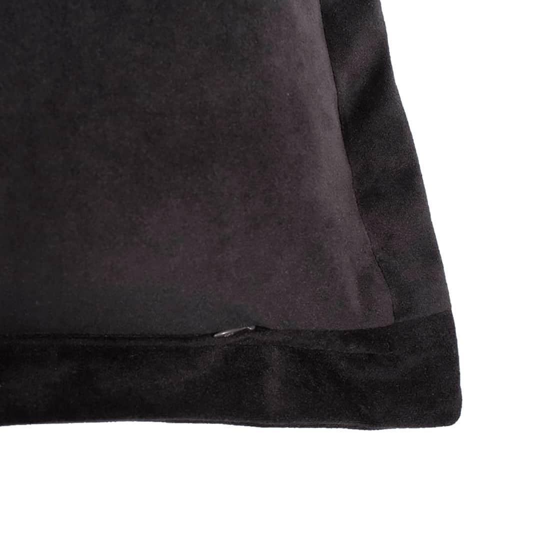 Lucasta I Cushion Zip