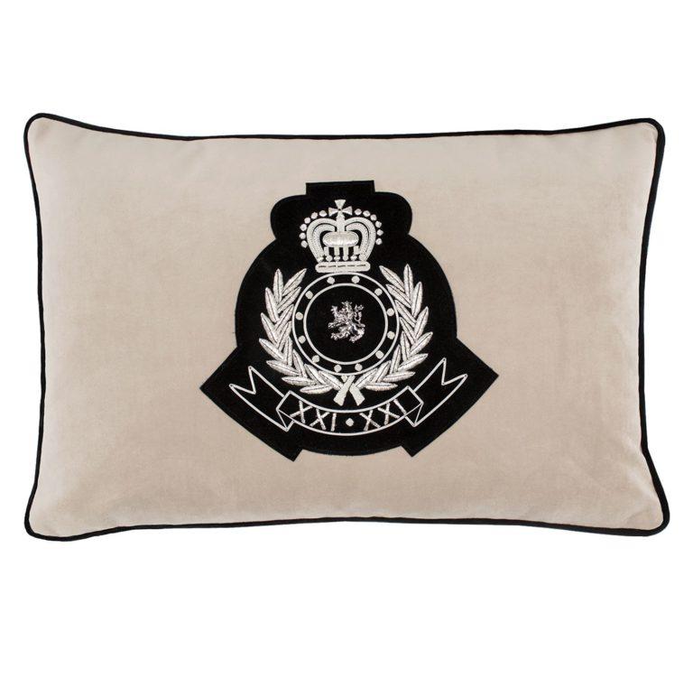 Medusa III Cushion Front