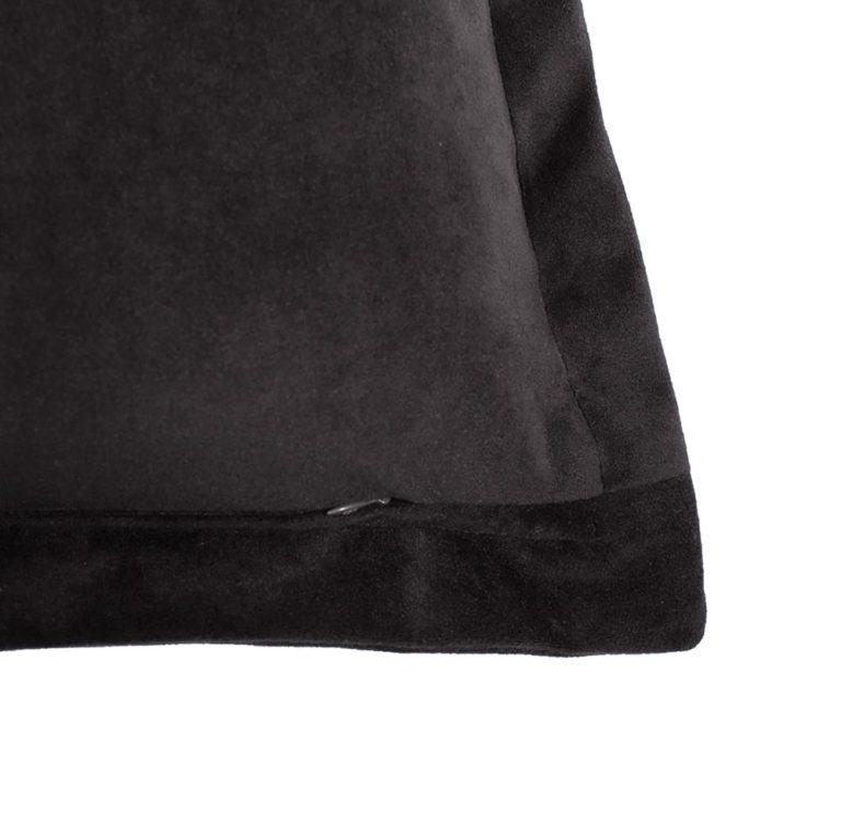 Medusa IV Cushion Zip