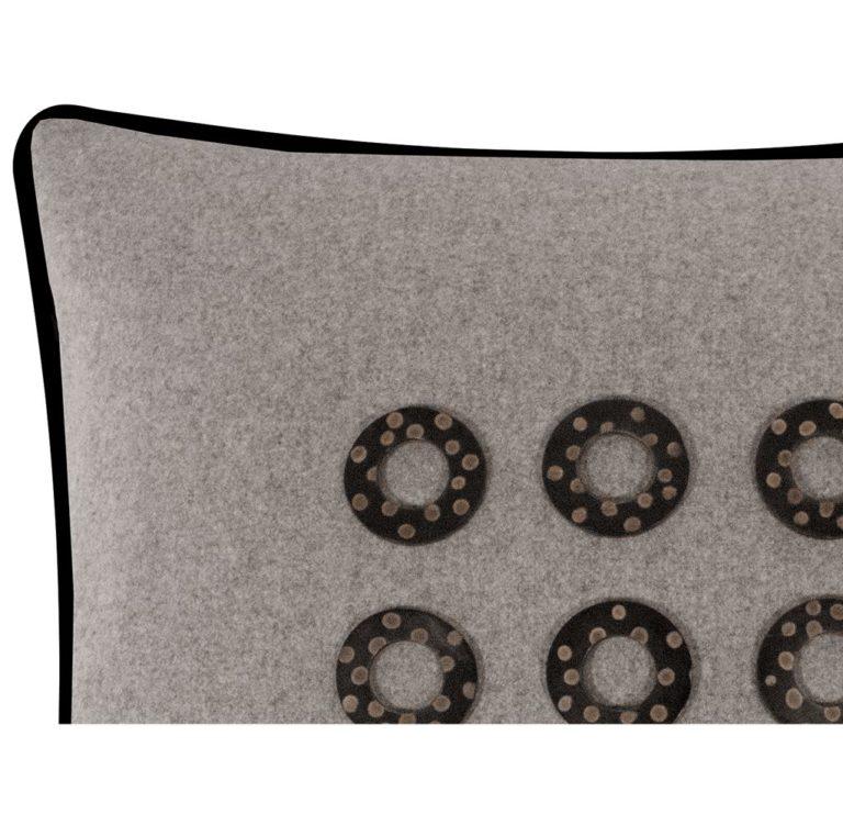 Salvatrix III Cushion Edge