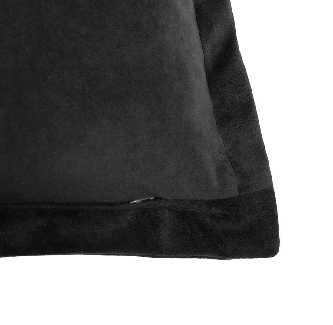 Valeria I Cushion Zip