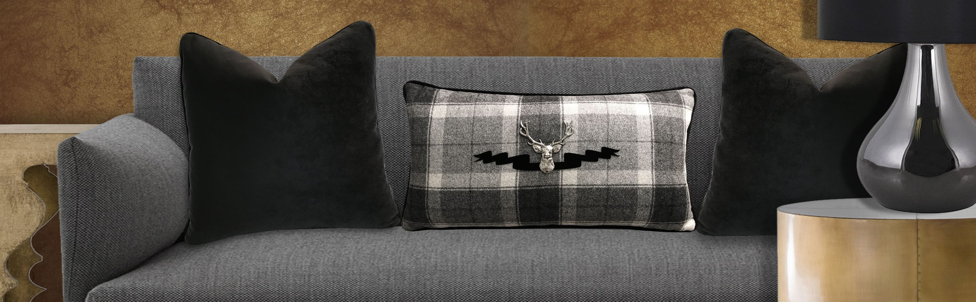 THow To Use Throw Pillows To Create Accent.
